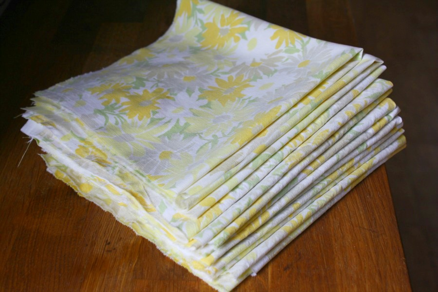 No Sew Napkins From Vintage Bed Sheets